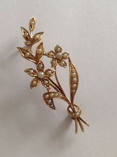 Charming Fine Victorian 15ct Gold Floral Spray Seed Pearl Set Brooch