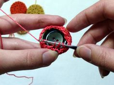 Crochet Tutorial Design - Use the boring buttons that you can't help but hang on to to make a sweet set of crochet coasters. Crochet Buttons, Thread Crochet, Love Crochet, Crochet Crafts, Yarn Crafts, Crochet Flowers, Crochet Toys, Crochet Stitches, Crochet Projects