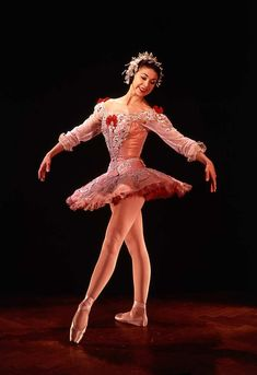 Margot Fonteyn as Aurora in Tchaikovsky's Sleeping Beauty, circa 1960, choreographed by Marius Petipa at Covent Garden theatre, photo Houston Rogers. London, England.