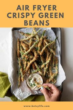Crispy air fryer garlic and parmesan green bean fries are a zero-oil healthier option for your next party or BBQ. Same crunchy, crispy, satisfaction as french fries, without the excess oil or mess. Air Fryer Recipes Snacks, Air Fryer Recipes Breakfast, Air Frier Recipes, Air Fryer Dinner Recipes, Air Fried Green Beans, Crispy Green Beans, Parmesan Green Beans, Green Bean Fries, Air Fryer Healthy