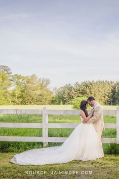 Bridal Portraits Outdoor, Bridal Portrait Poses, Bride And Groom Pictures, Bride And Groom Gifts, Atlanta Wedding Venues, Bride Poses, Bride Photography, How To Pose