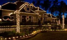 Christmas decoration for the front of your house - http://www.decorationtrend.com/home-design/christmas-decoration-for-the-front-of-your-house/