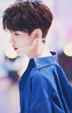王牌对王牌 I Roy, Ulzzang Kids, Jackson Yi, Monochrome Fashion, Handsome Actors, Chinese Boy, Asian Actors, Hot Boys, Boy Bands