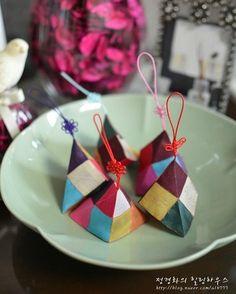 #규방공예 #규방 #바느질 #바느질공방 #취미 #취미스타그램 #바느질풍경 #규방소품 #규방문화 Diy And Crafts, Crafts For Kids, Arts And Crafts, Korean Crafts, International Craft, Good Luck Symbols, First Birthday Decorations, Korean Art, Japanese Patterns