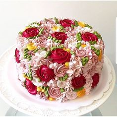 The most beautiful flower cakes: a garden theme with this cake .- Die schönsten Blumenkuchen: ein Gartenthema mit dieser Torte … The most beautiful flower cakes: a garden theme with this … - Cake Recipes, Dessert Recipes, Frosting Recipes, Icing Recipe, Cake Cover, Floral Cake, Pink Rosette Cake, Fancy Cakes, Love Cake