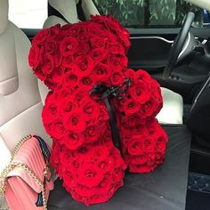 How to choose a stylish bouquet + photos of beautiful flower arrangements Valentines Flowers, Valentine Gifts, Beautiful Roses, Beautiful Flowers, Diy Party Gifts, Pinterest Valentines, Rosen Box, Romantic Surprise, Luxury Flowers