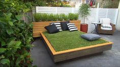 Many people love to relax by lying on the grass and taking in the warm sunshine. But what if your yard is made of concrete? With this obstacle in mind, Jason Hodges, a landscape gardener on the Australian TV show Better Homes & Gardens, has come up with a clever solution. He demonstrates how to bring some green onto the pavement by building a grass day bed. Complete with pillows and a headboard, the lounger offers a great place to soak up some sun and read a good book. The DIY shows you how…