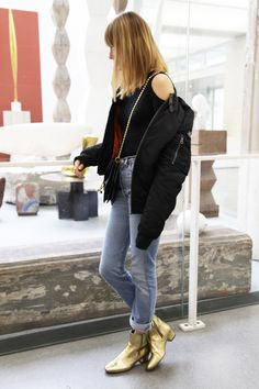 Blog mode Paris, looks, street style nouvelles tendances et bons plans shopping. Parisian Fashion Blog. Summer Boots Outfit, Summer Outfits, Jeans Levi's, Gold Boots, Teaching Outfits, Shoe Wardrobe, Street Style, Mary Jane Shoes, Strappy Heels