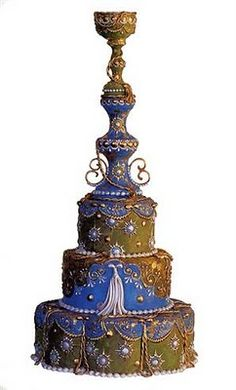 Original tarta nupcial donde el fondant inspirado en el imperio ruso hara las delicias de los niños y adultos asistentes a la boda. En Giancarlo Novias pensamos que la originalidad te hara marcar la diferencia.