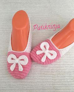 #patikmodelleri #patik #evbabeti #babetpatik #patiklerim #elemeğim #çeyizlik #hediyelik #wedding #crochet #kniting #knitlove #handmade… Crochet Shoes, Crochet Slippers, Knit Crochet, Diy Crafts Crochet, Diy And Crafts, Amigurumi Patterns, Crochet Patterns, Crochet Wedding, Lana