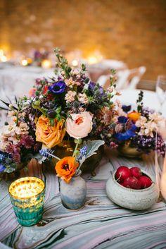 Casamento boho: Para uma combinação mais cálida e de personalidade, combine tons contrastantes diferentes em seu bouquet ou arranjo de mesa.