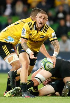 TJ Perenara Photos - TJ Perenara of the Hurricanes passes the ball during the round seven Super Rugby match between the Rebels and the Hurricanes at AAMI Park on March 30, 2018 in Melbourne, Australia. - Super Rugby Rd 7 - Rebels Vs. Hurricanes