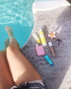 Sun Tanning tips for those who want to tan without burning! Check out my step-by-step SPF process and the products I use to fight the sun. Sun Tanning Tips, Natural Tanning Tips, How To Tan, Summer Beauty Tips, Best Tan, Mascara Tips, Natural Eye Makeup, Summer Makeup, Facial Cleanser