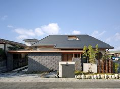 Architecture in Japan Japan Modern House, Modern Tropical House, Tropical Houses, Tropical Architecture, Architecture Images, Japanese Architecture, House Yard, House Rooms, Floor Design