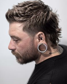 Mess Hairstyles For Men That Are Super Cool A short and spiky mullet with messy flow These short and medium length messy hairstyles for men are always cool. Take texture to the next level with these crops, spikes, tapers, mullets and more. Mullet Haircut, Messy Haircut, Mullet Hairstyle, Fade Haircut, Haircut Styles, Mens Hairstyles With Beard, Winter Hairstyles, Haircuts For Men, Cool Hairstyles