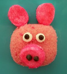 Mr and Miss Piggy treats made using pink Hostess SnoBalls. The kids will have so much fun making these! #KidFriendly #Crafts