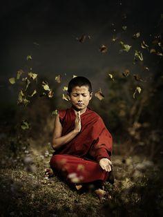 ความงดงามในเบื้องต้น ด้วยศิลบริสุทธ์ ความงดงามท่ามกลาง ด้วยการมีจิตใจสงบเย็น เหมาะสมที่จะทำงานในด้านจิต ความงดงามในเบื้องปลาย ด้วยความสมบูรณ์แห่งปัญญา คือรู้แจ้งสิ่งทั้งปวงว่าอะไรเป็นอะไร จนไม่มีความทุกข์เกิดขึ้นเพราะสิ่งทั้งปวงนั้น