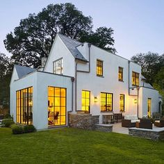 Kicking off Friday night with a little modern farmhouse masterpiece from Anne Decker Architects. Cheers to the weekend!