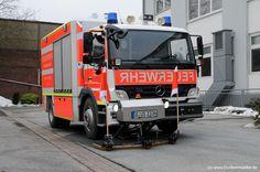 Ölspur Wasch- und Saugfahrzeug ÖWSF - Feuerwehr Düsseldorf - (c) Jürgen Truckenmüller