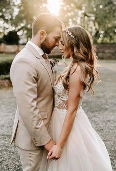 33 Gorgeous Cute Wedding Photos Bride And Groom ❤ cute wedding photos tender sunset photo brigittefoysi Wedding Picture Poses, Wedding Photography Poses, Wedding Portraits, Wedding Couple Photos, Bride Portrait, Outside Wedding Pictures, Wedding Photography Checklist, Photography Essentials, Romantic Wedding Photos