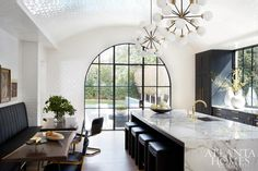 I stumbled upon this amazing home designed by Melanie Turner in Atlanta Homes & Lifestyles over the weekend. I'm a big fan of Melanie's inspiring design work (see this style stalk from back in 2012 - Deco Design, Küchen Design, Design Trends, Design Ideas, Modern Design, Interior Design Kitchen, Interior Decorating, Appartement Design, Atlanta Homes