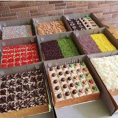 Image may contain: food Cake Filling Recipes, Sponge Cake Recipes, Fruit Recipes, Mini Desserts, Just Desserts, Resep Cake, Cake Decorating With Fondant, Log Cake, Berry Cake