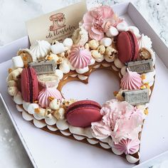 "You've probably already seen these beautiful ""cake pie"" in the form of numbers or letters . Pretty Cakes, Beautiful Cakes, Amazing Cakes, Cake Cookies, Cupcake Cakes, Alphabet Cake, Cake Lettering, Biscuit Cake, Number Cakes"