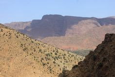 Tolles Farbspektakel in den Berghängen des Ourika-Tals im Hohen Atlas, Marokko Marrakech, Grand Canyon, Nature, Travel, Morocco, Waterfall, Places, Viajes, Naturaleza