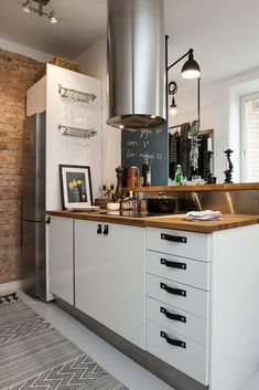 Bringing Beauty to a Scandinavian Apartment Modern, Elegant and Calm 6 Kitchen Hood Design, Kitchen Hoods, Eat In Kitchen, Rustic Kitchen, Diy Kitchen, Kitchen Dining, Boho Deco, Scandinavian Apartment, Love Your Home