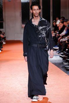 Yohji Yamamoto Fall 2018 Menswear Fashion Show Collection