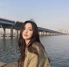 Image may contain: 1 person, bridge, sky, ocean, outdoor and water Pretty Korean Girls, Korean Beauty Girls, Cute Korean Girl, Asian Beauty, Asian Girl, Mode Ulzzang, Ulzzang Korean Girl, Ulzzang Style, Korean Aesthetic