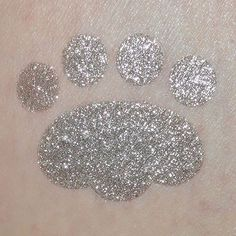 Here is COUNTERFEIT one of our NEW Deluxe Loose Pigments swatched. Vegan and cruelty free ingredients of course  Shop USA: http://furlesscosmetics.com/silver-loose-eyeshadow-pigment/  Shop Australia: http://furlesscosmetics.com.au/silver-loose-eyeshadow-pigment/
