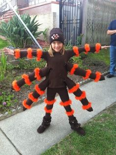 great blog post with lots of creative kiddie costumes - love this one for juju for next year! Spider Halloween Costume, Bug Costume, Toddler Spider Costume, Costume Ideas, Holidays Halloween, Halloween Kids, Halloween Party, Homemade Halloween, Halloween Design