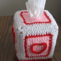 Pearls and Hearts Tissue Box Cover free crochet pattern