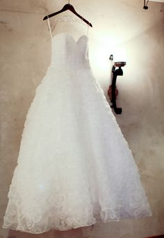 Beautiful Wedding Dress - PHOTO SOURCE • ZOOMWORKS