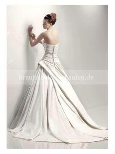design hochzeit kleid Lucky Colour, Chapel Train, Wedding Events, Weddings, Chinese Culture, Bridal Wedding Dresses, A Line Skirts, Wedding Styles, One Shoulder Wedding Dress