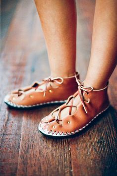 TO DO: Check out how to make these handmade shoes...don't know if I will actually make them, but I am intrigued by the organic look
