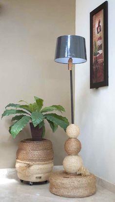 Lámpara y taburete elaborados con llantas recicladas..