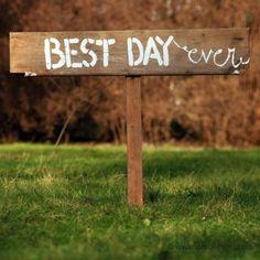 Wegweiser BEST DAY EVER aus Holz [mieten]