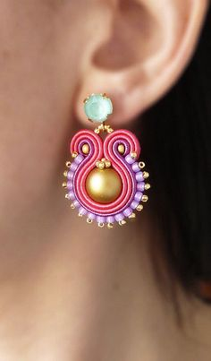 Bordado soutache pendientes hechos a mano mano por LaviBijoux Soutache Necklace, Tassel Earrings, Drop Earrings, Diy Jewelry, Jewelery, Jewelry Making, Fashion Earrings, Fashion Jewelry, Hand Chain