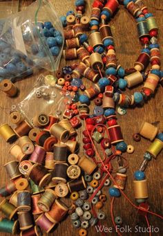 Wooden spool garland for the Christmas tree, from Salley Mavor's Wee Folk Studio blog
