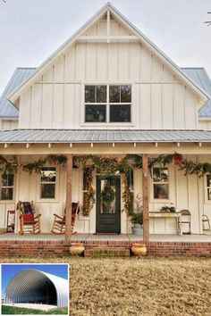 Home Renovation Porch Metal Building Homes just like a postcard! Very beautiful steel homes that you probably haven't seen yet, only the best examples of top notch steel homes. Modern Farmhouse Design, Modern Farmhouse Exterior, Farmhouse Homes, Rustic Farmhouse, Farmhouse Style, Farmhouse Front, Simple Farmhouse Plans, Modern Barn, Farmhouse Interior