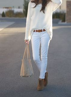 Make your white jeans outfits look wilder and trashy this summer season by wearing them animal print tops. It's true that white jeans make the perfect base Mode Outfits, Fashion Outfits, Womens Fashion, Fashion Trends, Jeans Fashion, Fashion Tips, Petite Fashion, Fashion Styles, Dress Fashion