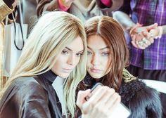 Kendall Jenner cheveux blond platine au défilé Balmain automne-hiver 2016-2017