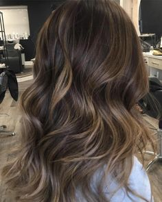 A little honey 🍯 in my tea ☕️ For bookings and enquirie - Frisuren Best 2020 Brown Hair With Blonde Highlights, Brown Ombre Hair, Light Brown Hair, Hair Highlights, Subtle Balayage Brunette, Babylights Brunette, Balayage Hair Honey, Partial Balayage, Blonde Honey