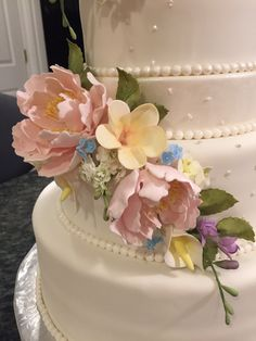 Love making sugar flowers Falls Church, Sugar Flowers, Cakes, Desserts, Food, Tailgate Desserts, Deserts, Essen, Cake