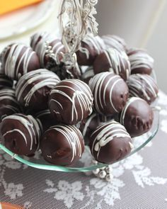The chocolate balls with the trolley that would be right next to the coffee. Chocolate Coffee, Chocolate Cookies, Choco Truffle, Best Granola, Turkish Recipes, Homemade Beauty Products, Cookie Recipes, Food And Drink, Eat