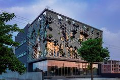 Hexagonal Facade Design Emerged as a Buffer of Stratifying Elements | Studio Ardete - The Architects Diary