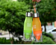 H2O Bidon with Infuser //Price: $24.63 & FREE Shipping // #coaching #beachbody H2O Bidon with Infuser Lemon Juice Water, Fruit Infused Water, Infused Water Bottle, Infusion Bottle, Fruit Water, Juice Bottles, Drink Bottles, Water Bottles, Fruit Infuser Bottle