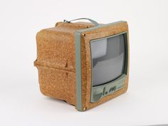 Extraordinary Stories about Ordinary Things: Jim Nature Portable Television designed by Philippe Starck Philippe Starck, Wooden Diy, Wooden Signs, Best Interior Design Apps, Got Wood, Design Museum, Museum Collection, Wood Design, Decoration
